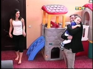 Женя Кузин навестил жену и сына