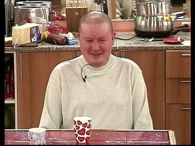 Николай на кухне с ребятами
