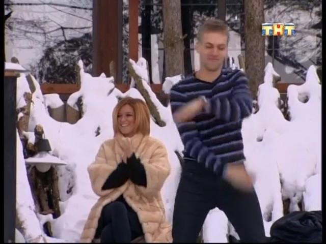 Константин танцует