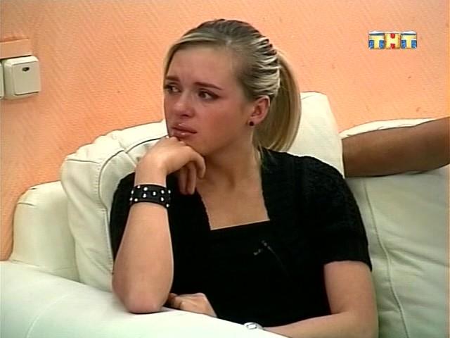 Олеся плачет из-за предательства Антона
