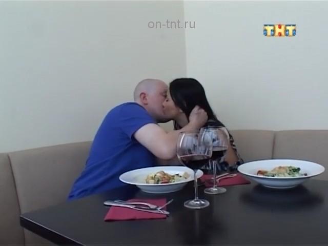 Коля целует в щечку Валерию Кашубину