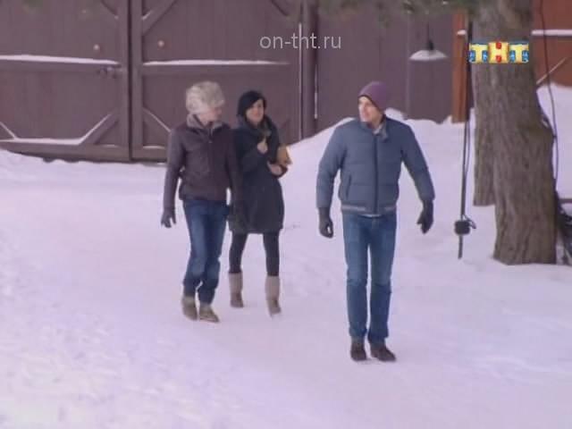 Аня с ребятами приехала на поляну