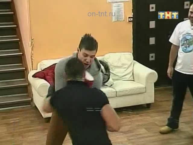 Олег получает по почкам в спаринге