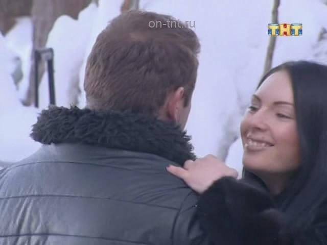Андрей и новенькая Катя танцуют медленный танец